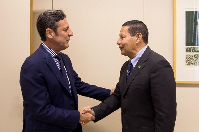 Destaco o encontro com o #embaixador da #Argentina, Carlos Magariños @MagarinosC , entre as atividades deste dia. Foto