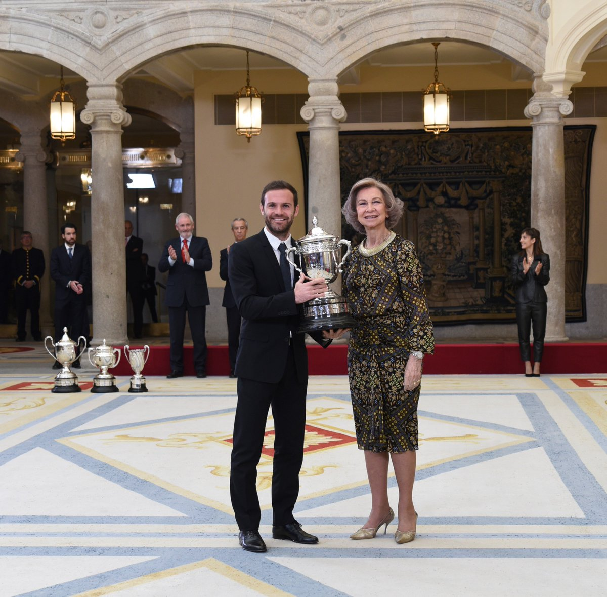 🇪🇸 Congratulations to @JuanMata8 on receiving Spain's prestigious National Award for Sport!  📸: Consejo Superior de Deportes