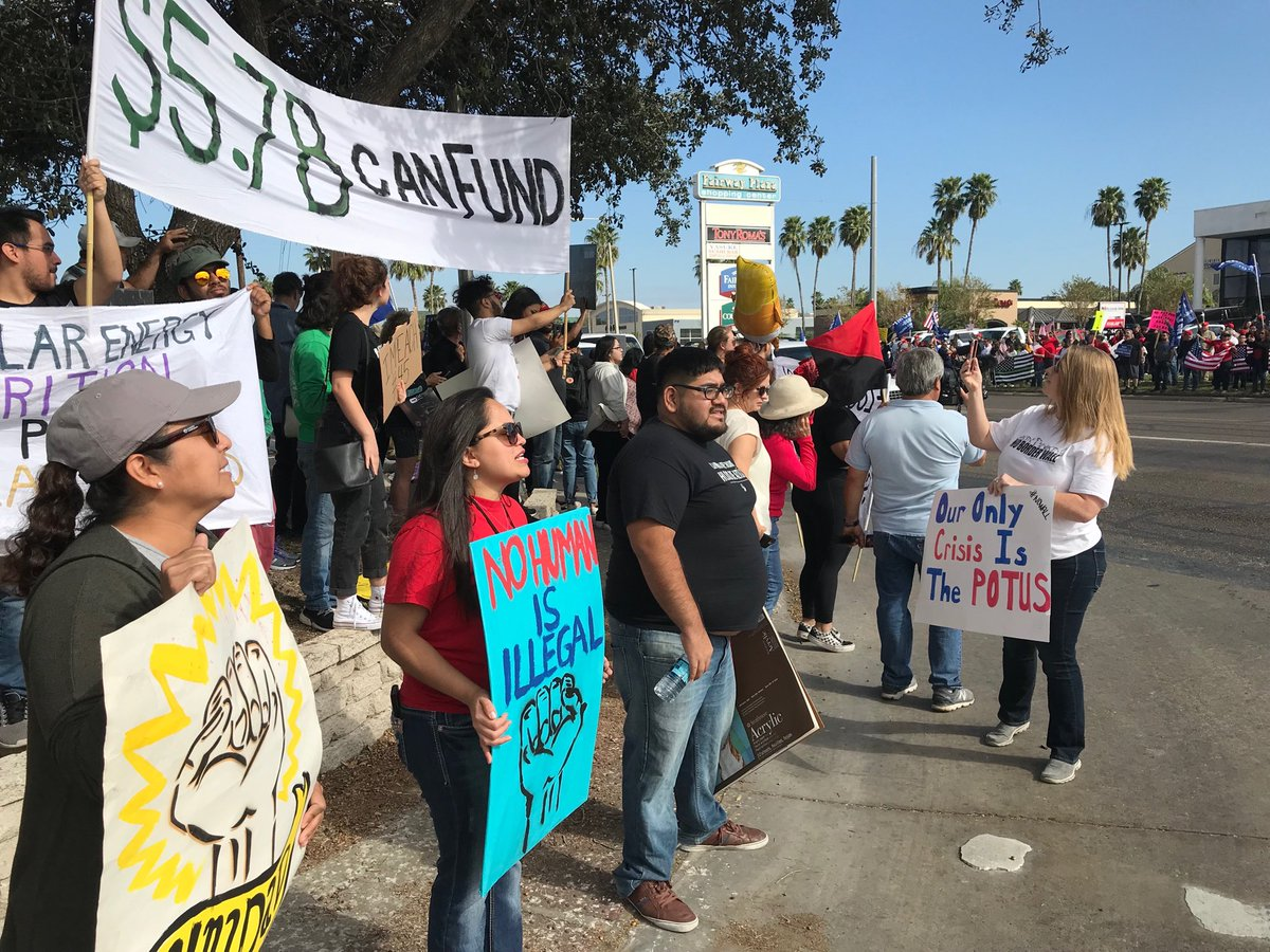 Pro and anti trump protesters line roads outside airport #Mcallen where @realDonaldTrump arriving