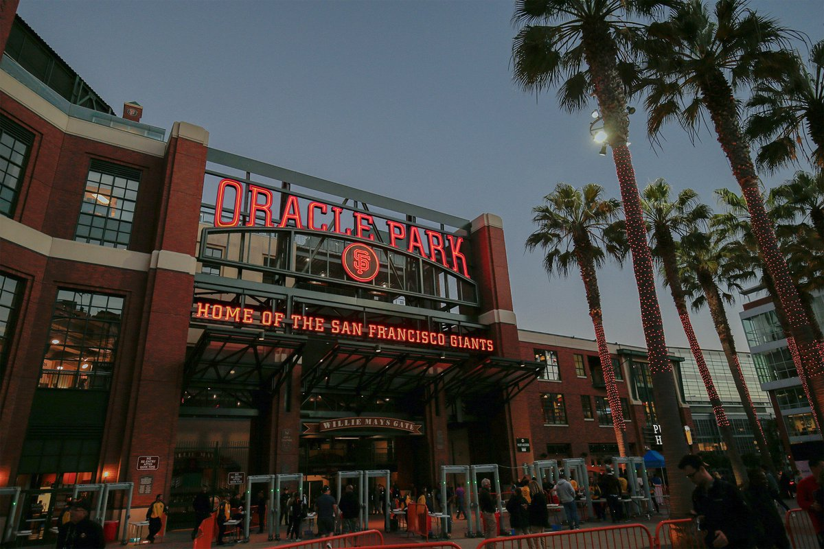 New name, same incredible ballpark. Welcome to Oracle Park!  #SFGiants