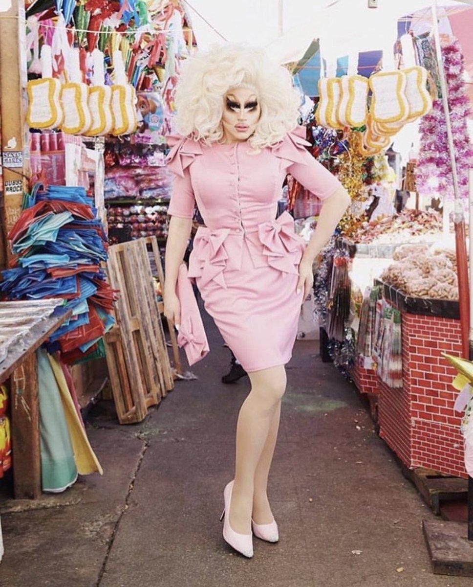 Piñata shopping with @outmagazine