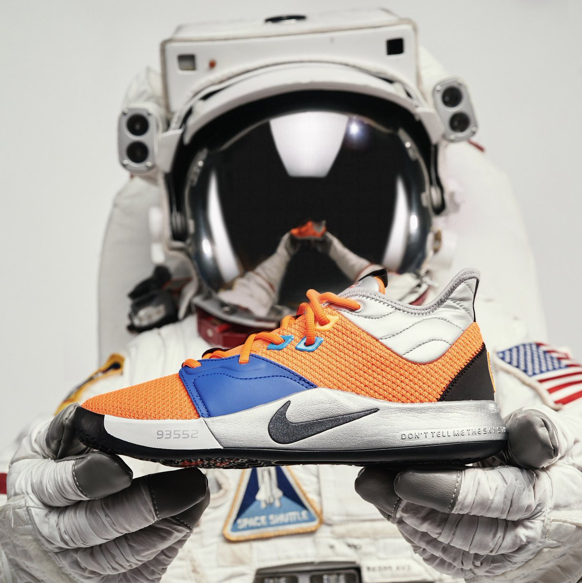"""58ae2021cd3 Here s an official first look at the limited-edition """"NASA"""" Nike PG 3 that  is set to release later this month on January 26th.  Thoughts pic.twitter.com  ..."""