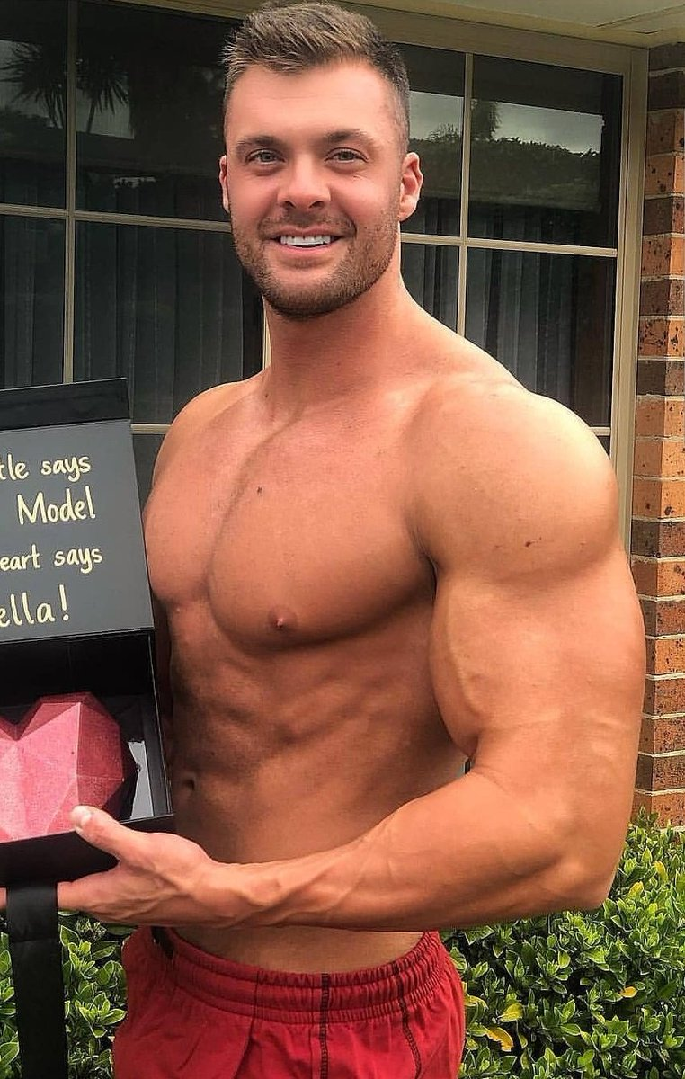 Muscular Men Muscularmen1 Twitter Many muscular men make the mistake of sizing up because they think they need the extra room for their extra bulk. muscular men muscularmen1 twitter