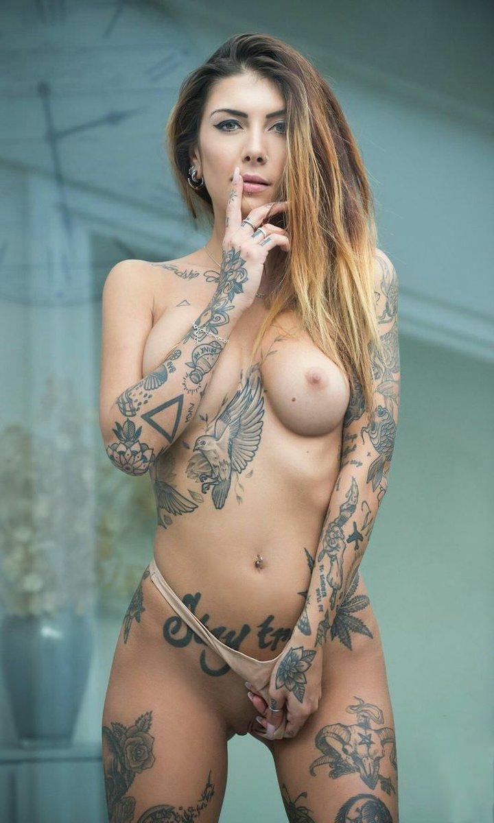 закрыв глаза голые телочки с тату онлайн хоть каждый день