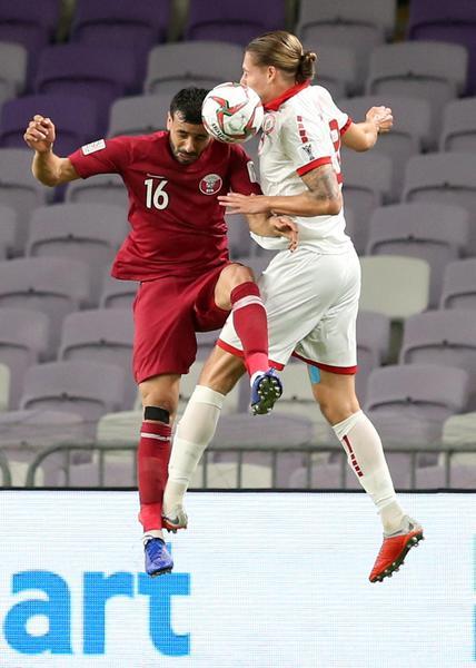 Calcio: #CoppaAsia, una fase di gioco di #Qatar-#Libano.