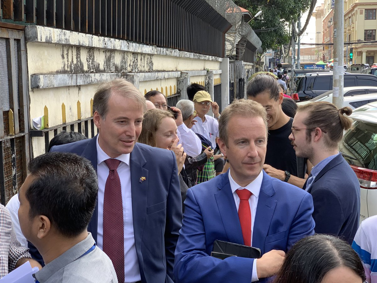 Ambassadors of the EU @EUAmbSchmidt and Netherlands @WouterJurgens among those waiting to hear this landmark ruling for the rule of law in Myanmar and for press freedom in the world.