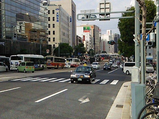 画像,胡町で火事?があり電車通り(相生通り)紙屋町方面大渋滞です。それにともなって駅前通り等も渋滞しています。#広島市#広島市道路状況#広島市火災 https://t…
