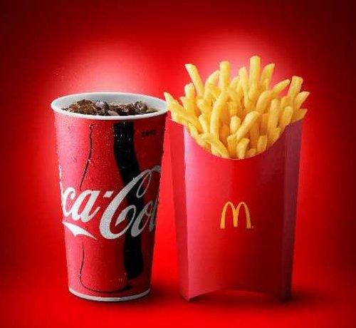 【16日から】マクドナルド、Lサイズ超えのポテトとコーラを発売! https://t.co/Araop9Ayim  「グランドフライ」はMサイズの1.7倍、「グランドコーク」はMサイズの2倍。Mセットに+100円でも提供する。