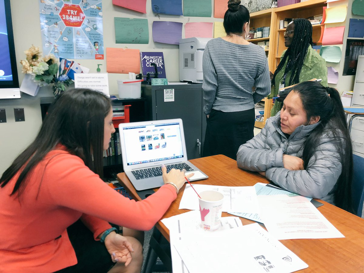 HILT Institute families meet with teachers and counselors to learn about resources and discuss students' progress. <a target='_blank' href='https://t.co/tVFp8iglcQ'>https://t.co/tVFp8iglcQ</a>