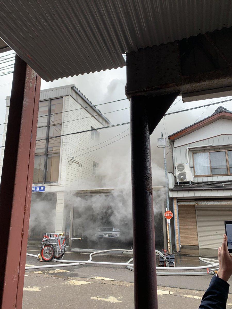 新潟市秋葉区新津本町3丁目の住宅で火事の現場画像