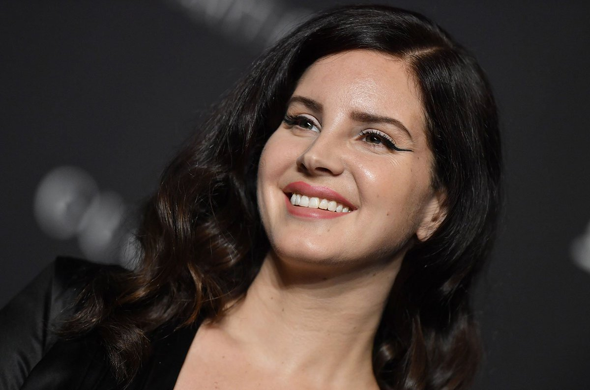 Lana Del Rey released her minimalist new song 'Hope Is A Dangerous Thing' off her forthcoming album https://t.co/CtHg3X41Iq