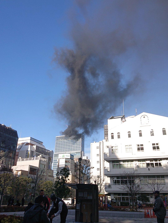 画像,新橋で火災? https://t.co/EYbCXUfLah。