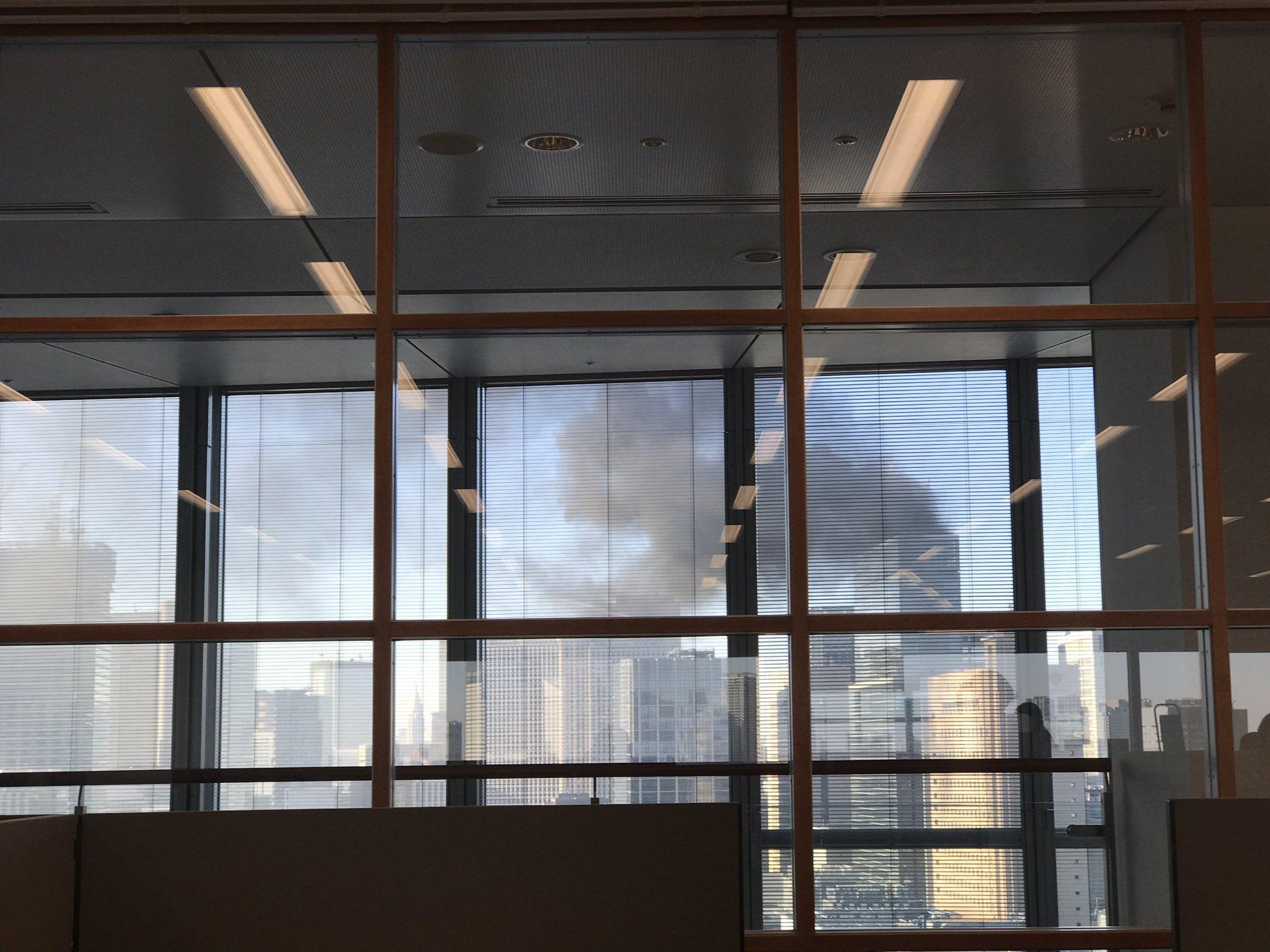 画像,ビルから凄い煙が。#火事#煙#新橋 https://t.co/vBYmBENgpE。