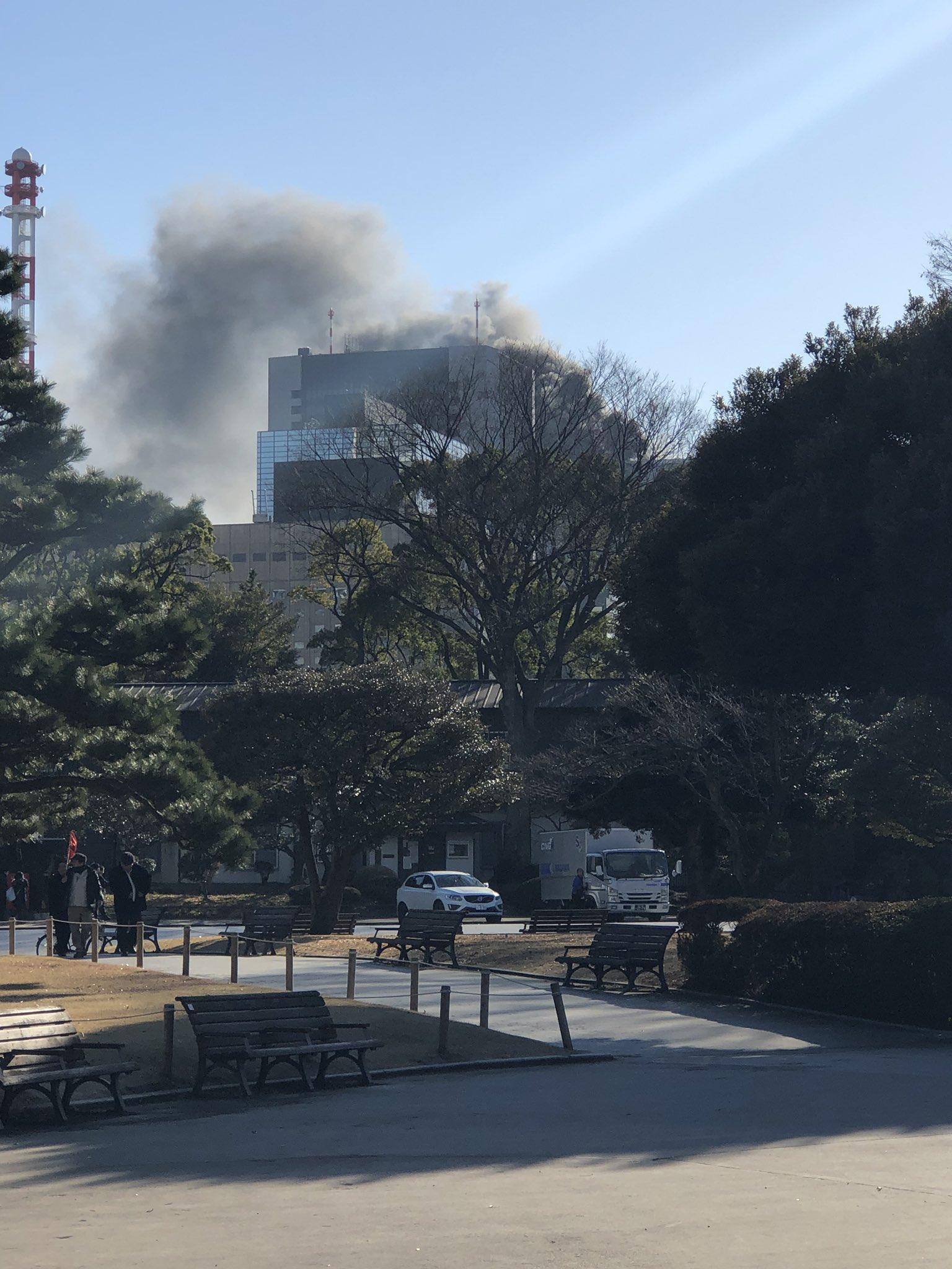 画像,日比谷これ煙がすごい。火事かな? https://t.co/MjnXsG7aee。