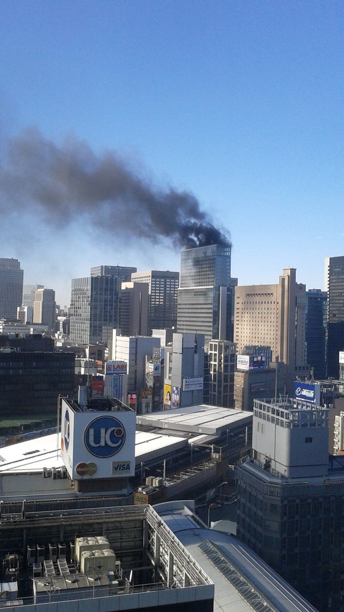 新橋駅付近の建設中の高層ビルで大規模火災の現場画像