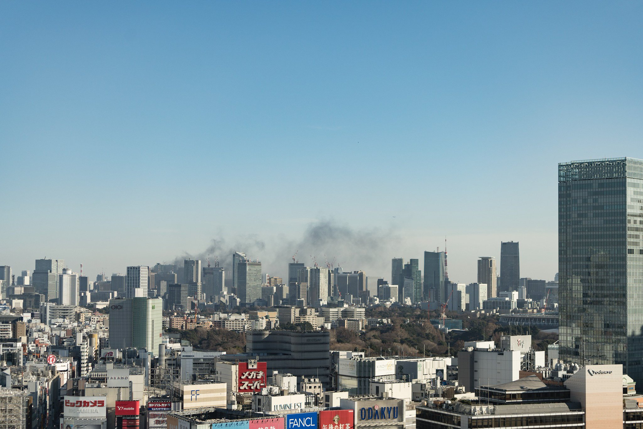 画像,新宿のオフィスから火事っぽいの見えるって思ったら新橋らしい https://t.co/KDOREv1m8b。