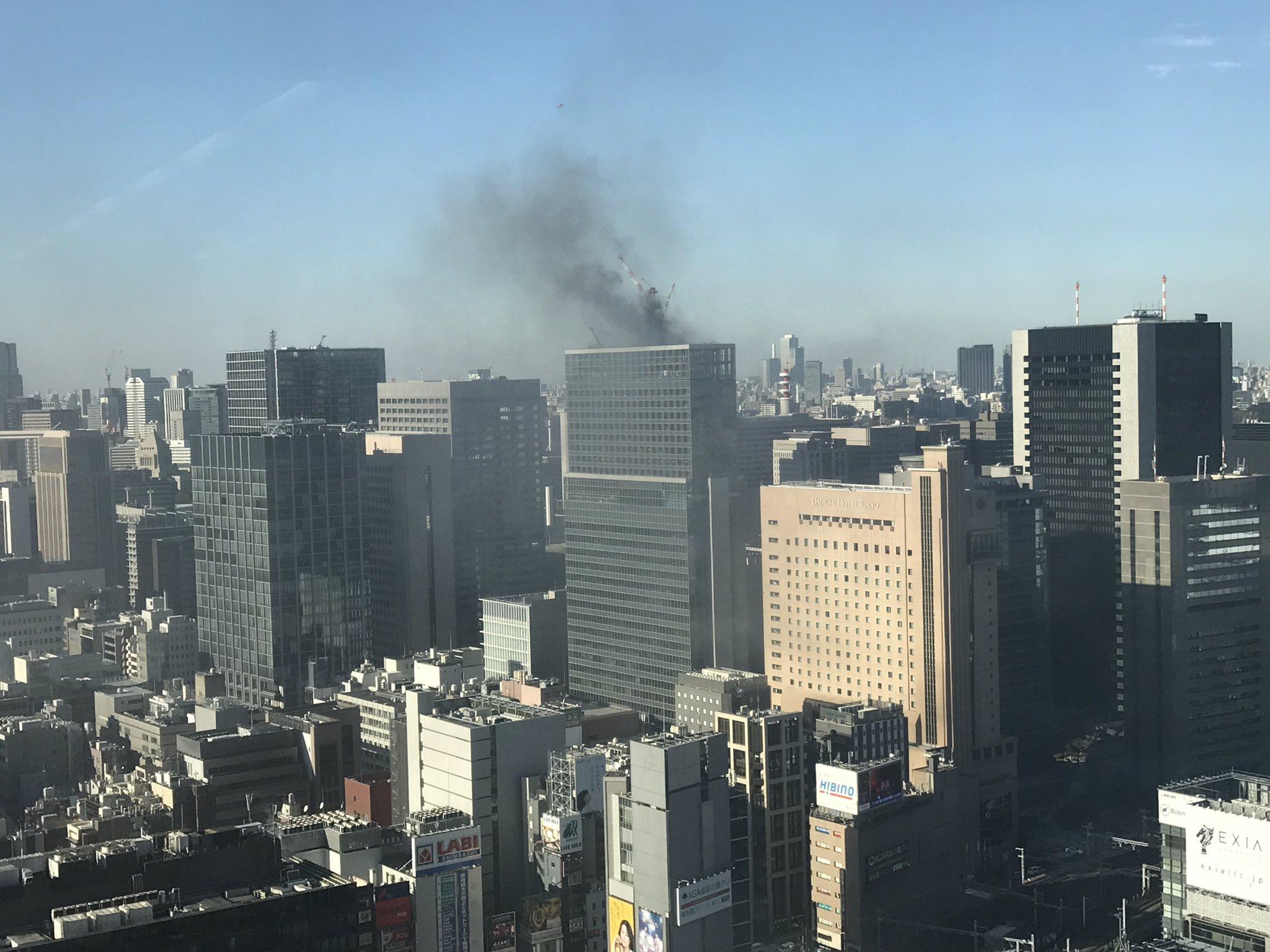 画像,速報!隣のビルで火事です🔥911みたくならなければいいが💦 https://t.co/FbNHmkrXck。
