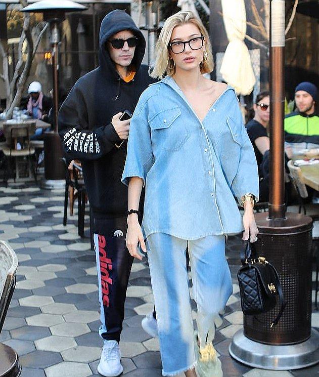 Hailey Bieber in a Nanushka Double Denim Outfit - https://denimology.com/2019/01/hailey-bieber-in-a-nanushka-double-denim-outfit… @haileybaldwin @haileybieber @justinbieber @nanushka #doubledenim #lightbluedenim #croppedjeans #hirisejeans #fun #dayout #lunch #enjoying #summeroutfit #styling #wearing #womensdenim
