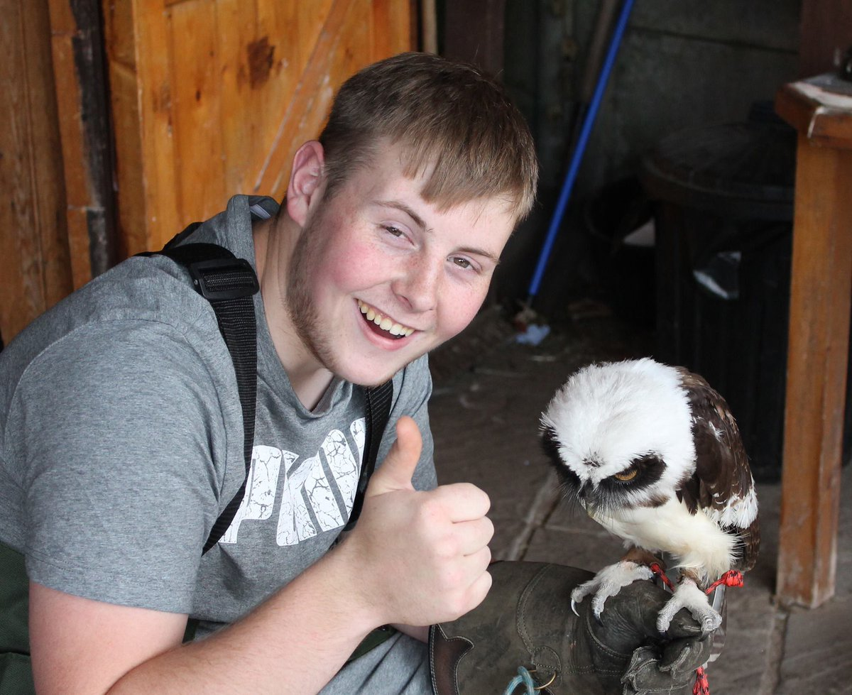 Good morning twitterati, hope you have that #FridayFeeIing today , we're off to work with young people with #mentalhealth issues, we'll be helping them to deal with life's challenges &amp; live happier lives, we have a proven track record in #makingadifference #changinglives  <br>http://pic.twitter.com/JNhWTYC2wB