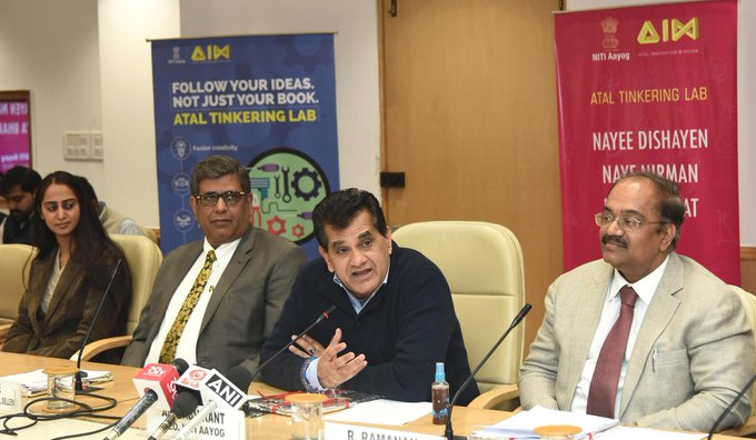 .@NITIAayog's Atal Innovation Mission releases the Atal Tinkering Lab Handbook on eve of #NationalYouthDay 10 Month Student Entrepreneurship Programme with Dell EMC announced Read more: Photo
