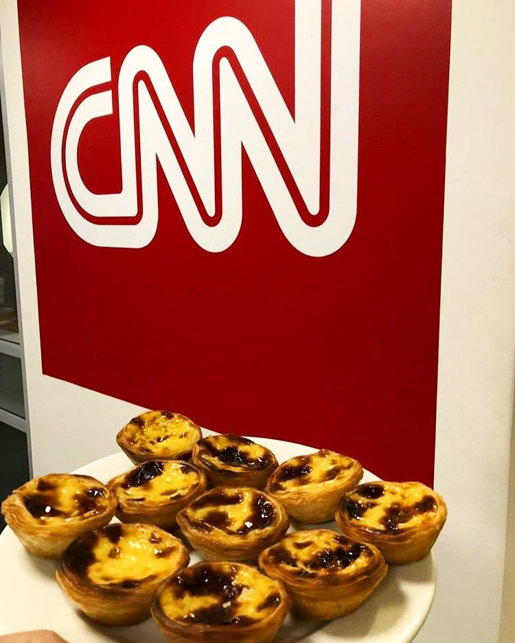 Throwback to when @DuarteMendonca shared the ❤️ at @cnn with our freshly baked pastéis de nata🥧! We hope all your colleagues enjoyed this authentic Portuguese baking delicacy!   #pasteisdenata #cnn #journalist #london #soho #hammersmith #southkensington #threeshops #portugal