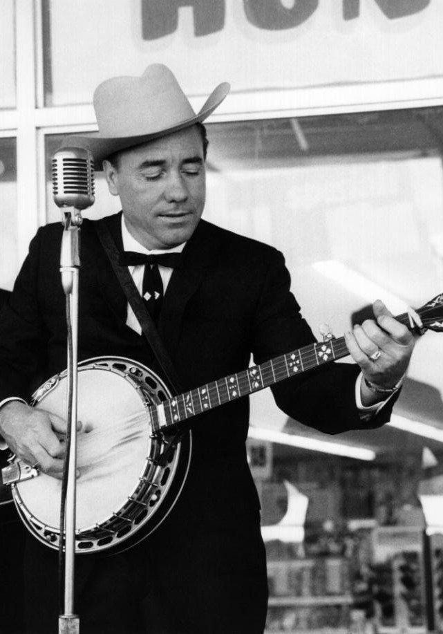 EARL SCRUGGS REVUE &amp; THE BYRDS.  &quot;You Ain&#39;t Goin&#39; Nowhere&quot;   https://www. youtube.com/watch?v=KWXulD -gxuw &nbsp; …  (YAGN begins @ 2:00 ish minutes)  #CelebratingEarlScruggs and #TheByrds with a song by #BobDylan<br>http://pic.twitter.com/2V2ahvGfOp