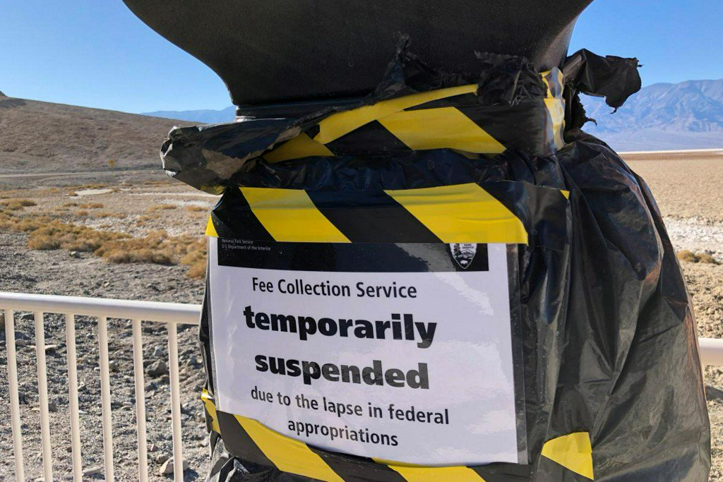 Donations keep Death Valley National Park partly open during shutdown https://reut.rs/2TJTluc