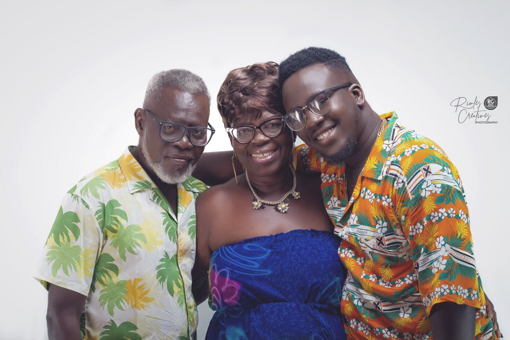 HI,CAN WE GET A RETWEET?........WE FOOL FOR A LIVING. #dad #mom #son