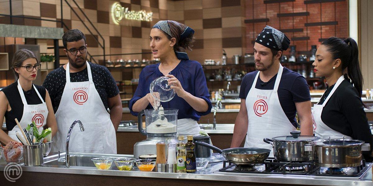 Na 4ª temporada, os cozinheiros tiveram uma aula com a chef Paola Carosella – e precisaram replicar um prato autoral da jurada! 😱 Alguém lembra qual prato foi esse? 🤔 #QuizzMasterChefBR #MasterChefBR