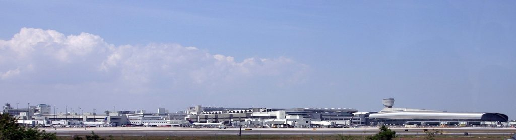 PoliticalSis ⚛♻️🌊🔬🗽📎's photo on Miami International Airport