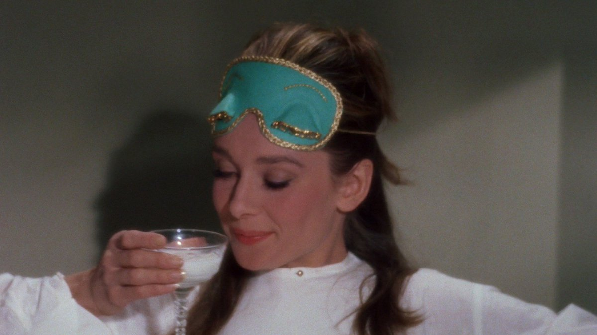 Happy #NationalMilkDay! Audrey Hepburn photographed for Breakfast at Tiffany&#39;s, 1961 <br>http://pic.twitter.com/IhJKsDsGRe