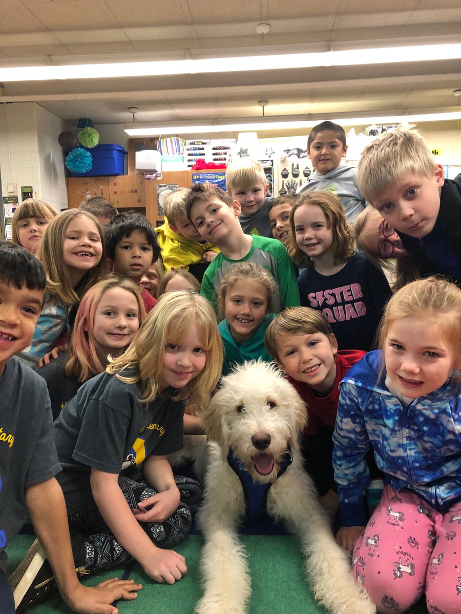 Great way to start our day with a visit from Buddy! #FridayFun#GoldenNoodle <br>http://pic.twitter.com/sidjnl6IeT