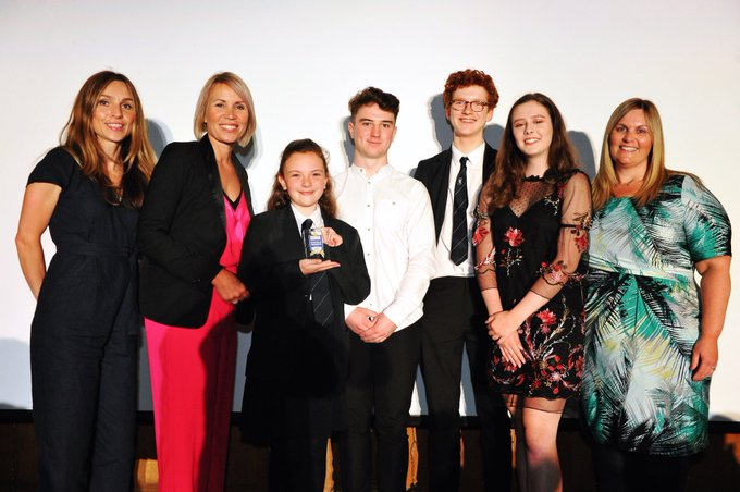 We pay tribute to BBC weather presenter Dianne Oxberry who has sadly died aged 51. Remembering her humour grace warmth & radiant smile as guest presenter of the @CheshireSchools awards that celebrates achievement & success. Our thoughts go out to her friends & family @BBCNWT Photo
