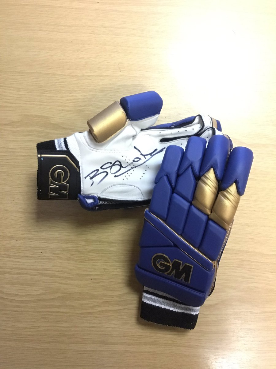 Happy #FreebieFriday - we are giving away a #signed @benstokes38 #ipl gloves.   Simply #RT, #Like #tagafriend to win.   Winner announced 14.01 9amGMT #win #enter #murray #CompetitionTime<br>http://pic.twitter.com/dw9I7A8Ayu