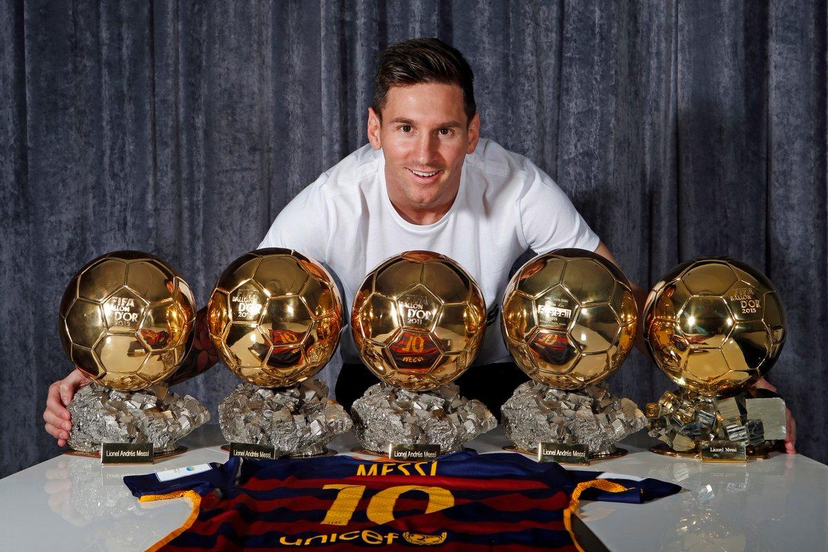 #OnThisDay in 2016 🗓️  Lionel Messi gewinnt als erster Spieler zum 5⃣. Mal den Ballon d'Or 🏆🏆🏆🏆🏆  #UCL