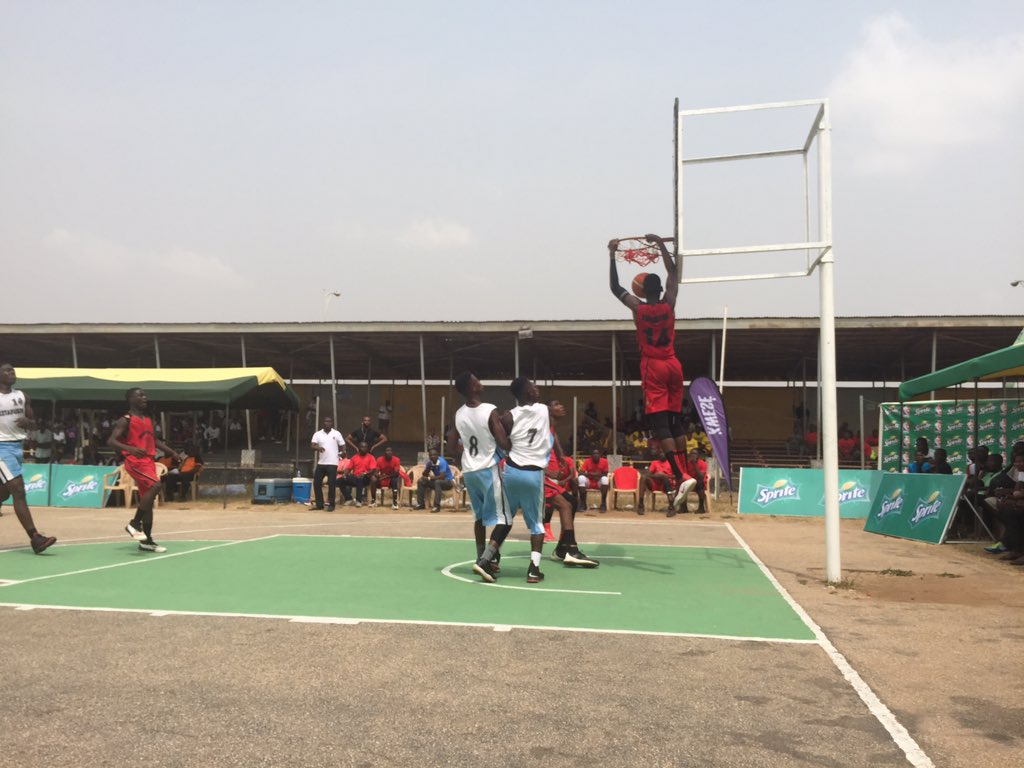 BOTWE with the duuuunk !!! 50-9  Thisiswhyweplay #kwabotwe they own the court   #SpriteBall18<br>http://pic.twitter.com/9DFxPz8dBj