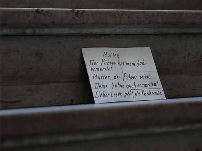 «Lettere da Berlino», cartoline contro il nazismo https://t.co/GDdR54o12P