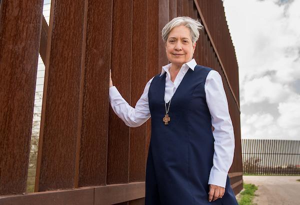 """#CEInews #11gennaio Suor Norma Pimentel invita Trump tra i migranti alla frontiera degli Usa. Vescovi: """"Confini sicuri e trattamento umano"""" Photo"""