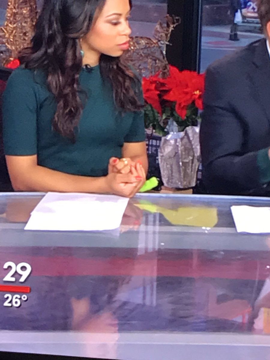 Day 1,471 of @AlexHolleyFOX29 's pinky injury. When will it heal?? @MikeFOX29 #milkingit  #fox29goodday <br>http://pic.twitter.com/YZPtY9qgTy