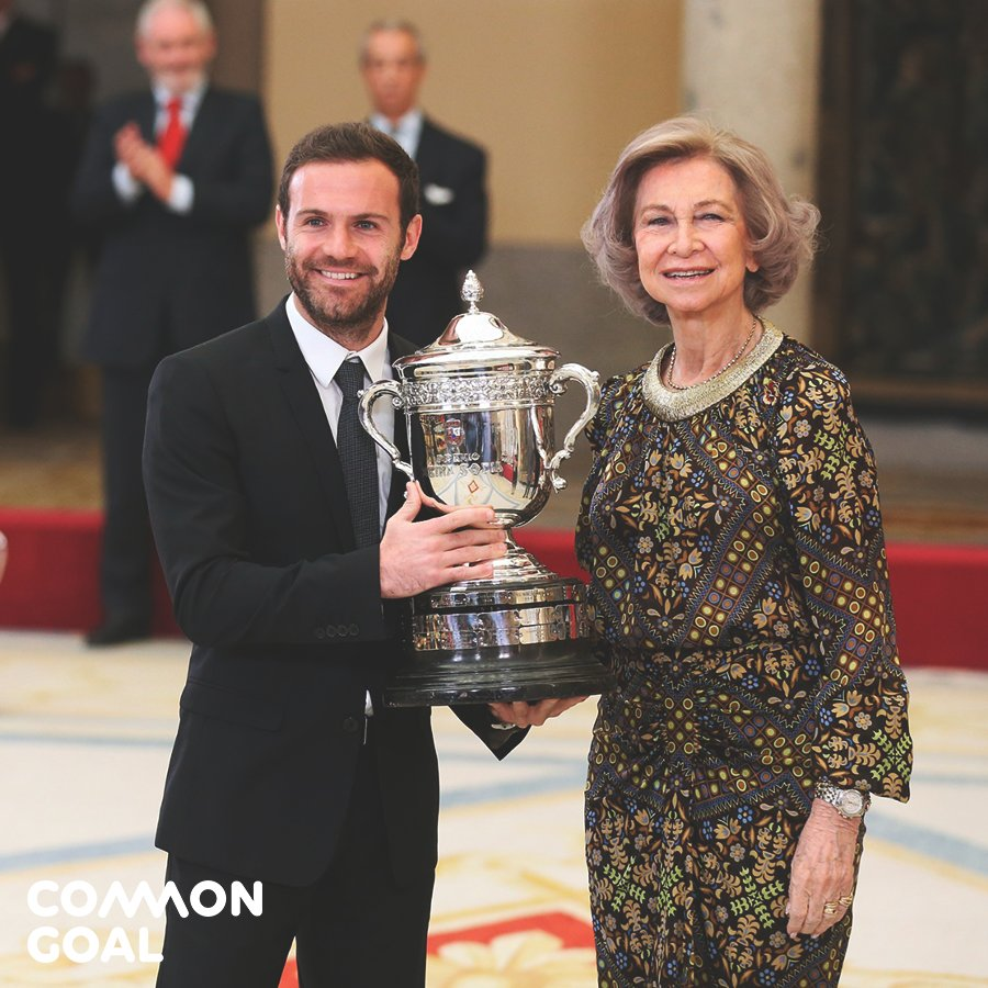 Muchas gracias 🙏 @deportegob! ⚽❤️🌍 #Commongoal #PremiosNacionalesDeporte https://juanmata8.com/en/new/juan-mata-receives-the-reina-sofia-award/ …