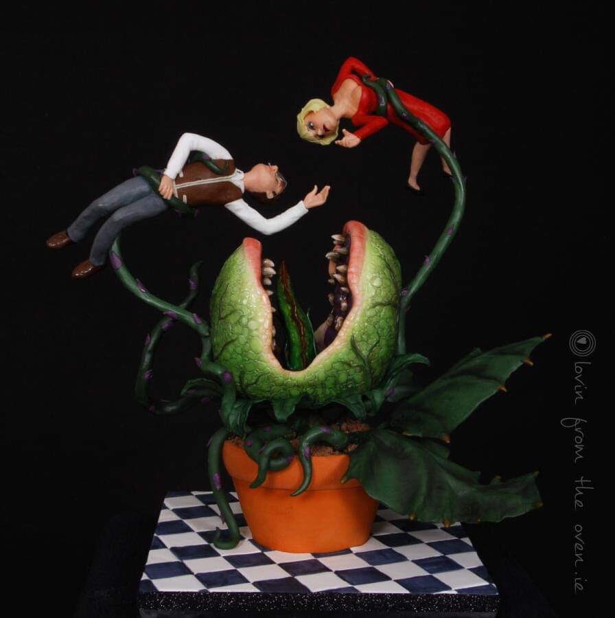 LITTLE SHOP OF HORRORS inspired Cake by Lovin&#39; From The Oven. #GhastlyGastronomy <br>http://pic.twitter.com/dpqkQfOg8f