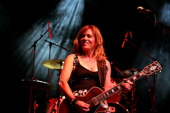 Wishing awesome rocker & guitarist, Vicki Peterson (The Bangles) a very HAPPY BIRTHDAY today!