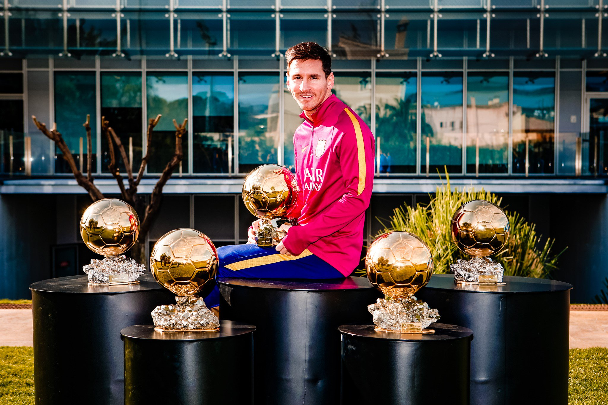 #OnThisDay Jan. 11, 2016 �� Messi becomes the first player to win 5 Ballon d'Or awards �� https://t.co/G1i9hQVHMi