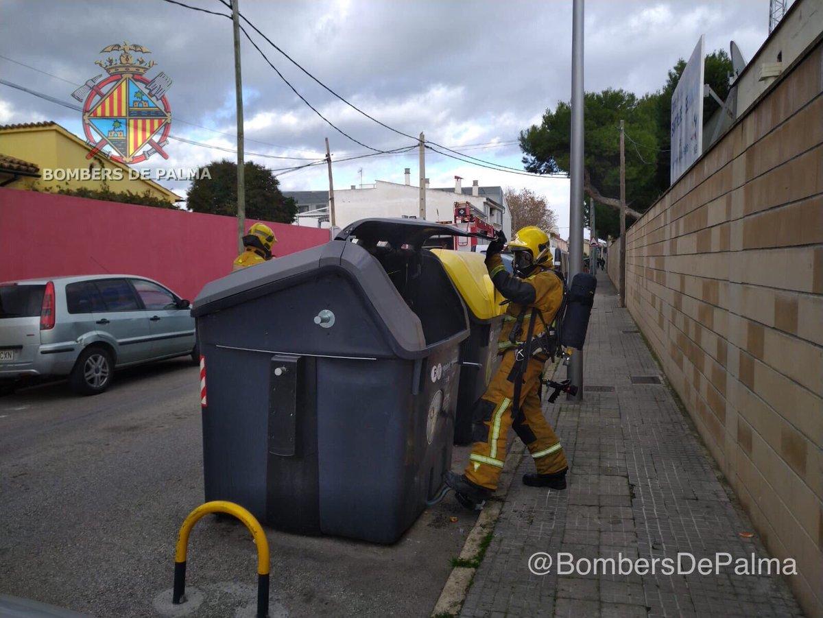 Apagan el incendio de otro contenedor en Palma