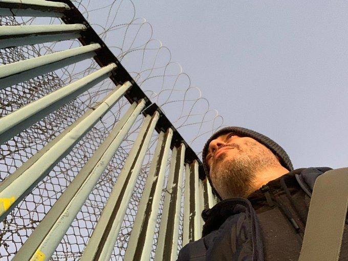 Questa sera a #propagandalive il reportage di Diego Bianchi da Tijuana, al confine tra Usa e Messico, a ridosso del muro. Ci vediamo alle su @La7tv Photo