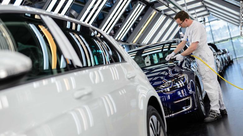 Volkswagen sold a record 10.8 million cars in 2018. Only 100,000 were electrified. https://t.co/zekEgoD8fW https://t.co/48RZVv8hcs