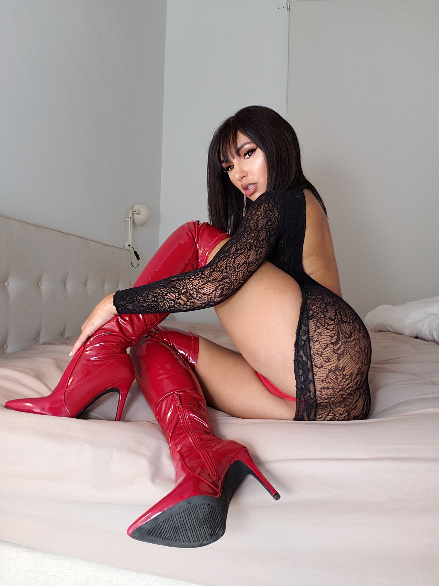Love me in RED? ��  Chat with me - https://t.co/S5PbCsB9yu https://t.co/CoEmkTRaSb