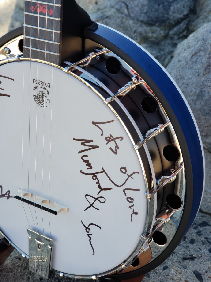 The auction for our hand-made, one-of-a-kind New Zealand @Deering_Banjos is now live. Proceeds go to @VarietyNZ who helps give disadvantaged kids the childhood they deserve. Click here to place your bid  http:// deeringbanjos.com/collections/mu mford-sons-charity-banjos &nbsp; … <br>http://pic.twitter.com/u8xnGDduSp