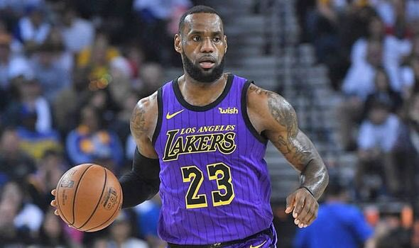 """Los Angeles Lakers' LeBron James injury is more complex than what has been initially reported, I'm told.   Per Lakers source: """"LeBron could 'rush back' and return at the end of January. But he could very well be out until the end of February, or even longer."""""""