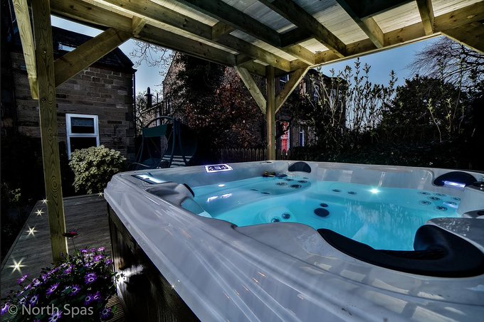 Cold winter nights spent in the hot tub 😍 #Relax #FridayFeeling Photo